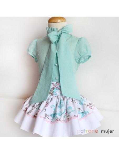 Blouse and skirt set.