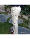 Pantalón chino de niño.