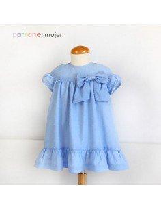Vestido azul de plumeti.
