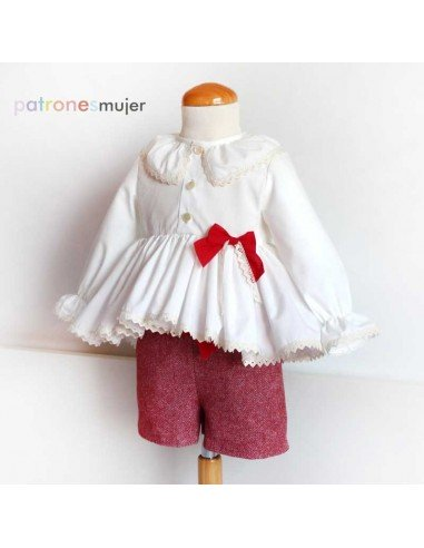 Conjunto de blusa y shorts con bolsillo francés.