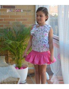 Conjunto de falda y blusa asimétrica.