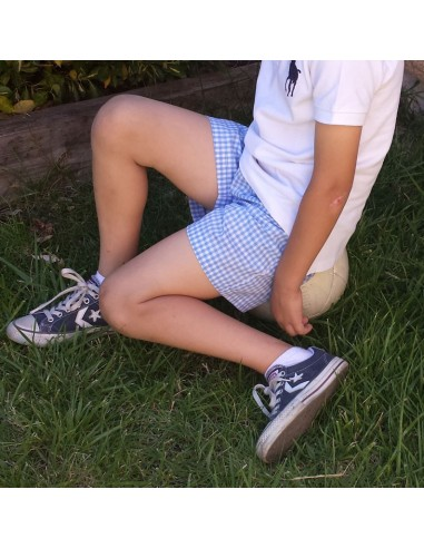 Short trousers with elastic waist.