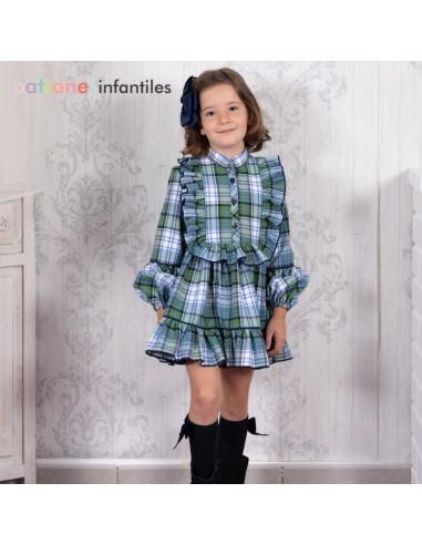 Patrón de vestido de cuadros con pechero