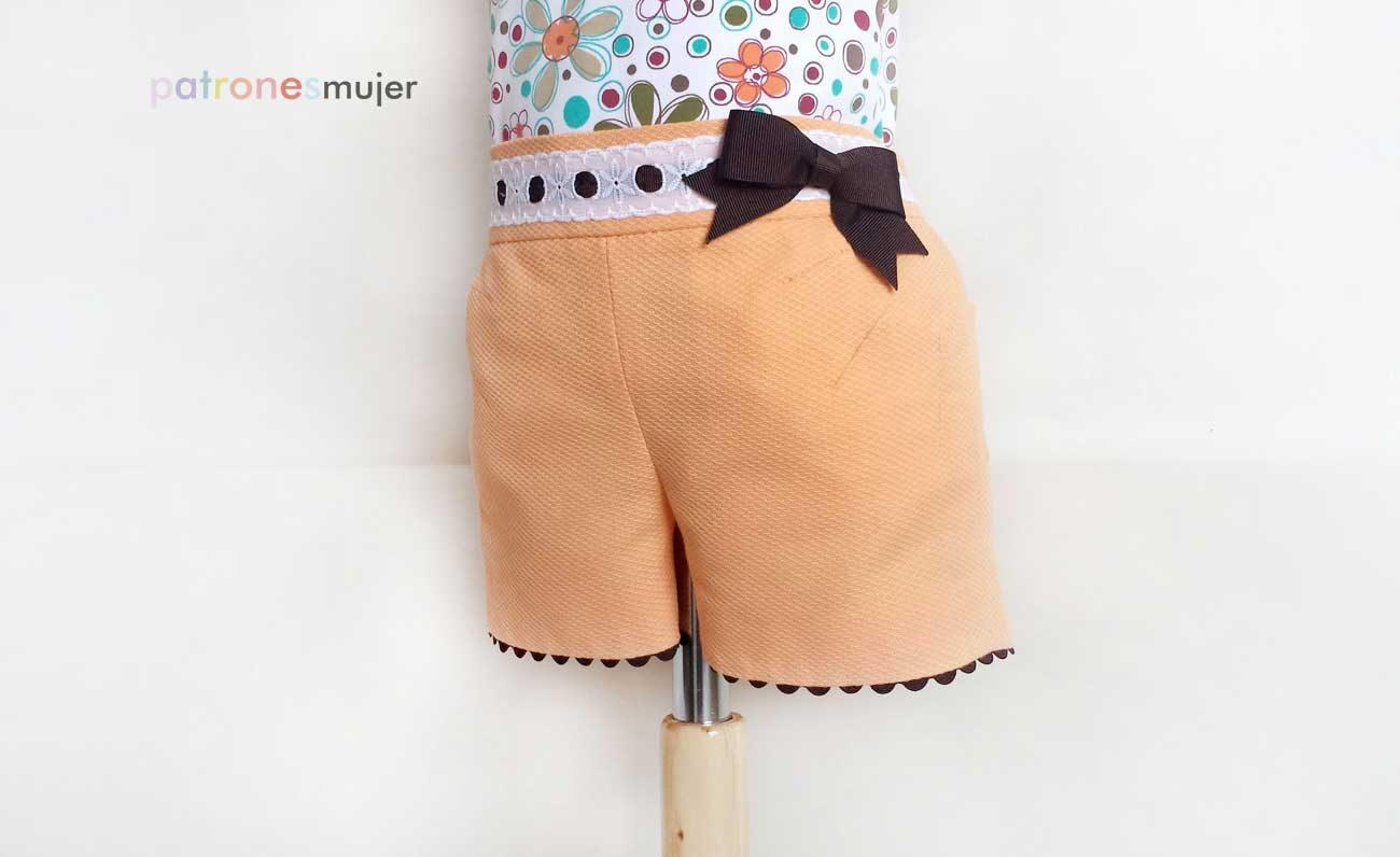 214b61be6d Los shorts para niñas son fáciles de hacer y más fácil aún de personalizar  con decoraciones en los bolsillos y ribetes.